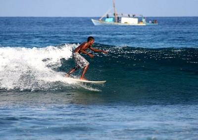 Noah Boat Maldives - surfing